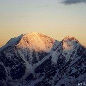 Вид с горы Эльбрус на гору Донгозоранбаши.